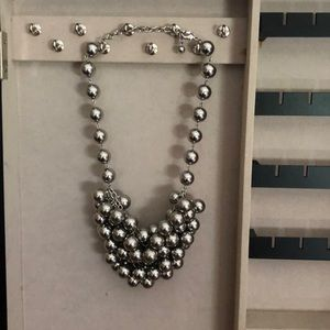 Jewelry - Silver tone ball style necklace
